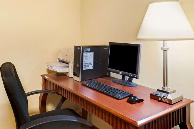 Ramada by Wyndham Kittery - Kittery - Business centre