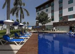 Holiday Inn Express Villahermosa Tabasco 2000 - Villahermosa - Piscina