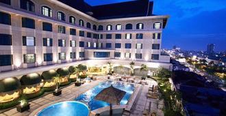 Grand Jatra Hotel Pekanbaru - Pekanbaru - Pool