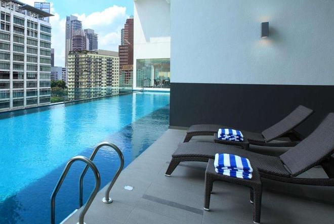 Ramada Suites by Wyndham Kuala Lumpur City Centre - Kuala Lumpur - Pool