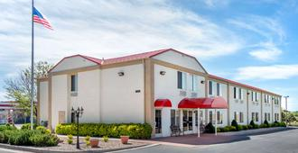 Econo Lodge Airport - Colorado Springs - Building