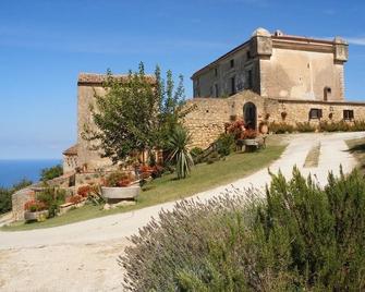 Il Castello di San Sergio - Centola - Building