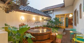 Wonderloft Hostel Jogja - Yogyakarta