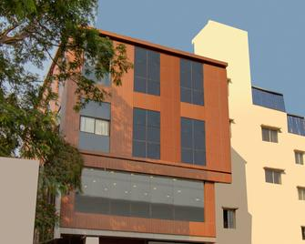 Spot On 36301 Bright Palace Restaurant And Hotel - Shimoga - Building