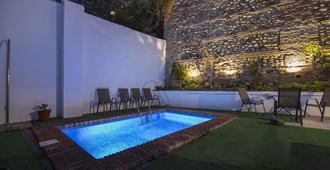 Suite Granata Albayzín Prime Holidays - גרנדה - בריכה