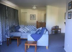 Peaceful apartment with balcony - Renwick - Sala de estar