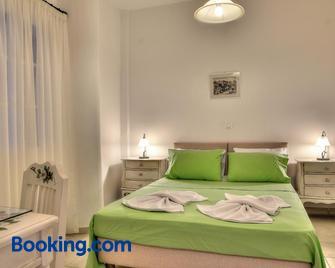 Tzane Apartments - Chrisi Akti - Slaapkamer