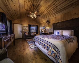 Desert Rose Resort & Cabins - Bluff - Schlafzimmer