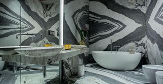 Hotel Warszawa - Warsaw - Bathroom