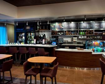 Courtyard by Marriott Poughkeepsie - Poughkeepsie - Bar