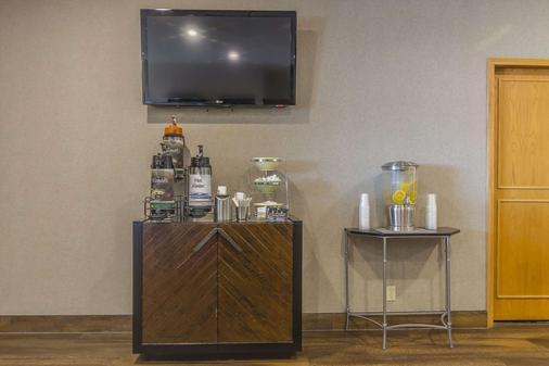 Quality Inn & Suites - Saskatoon - Buffet