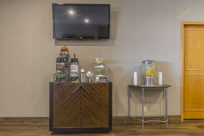 Quality Inn & Suites - Saskatoon - Buffet