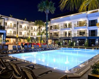 Samira Exclusive Hotel & Apartments - Kalkan - Bazén