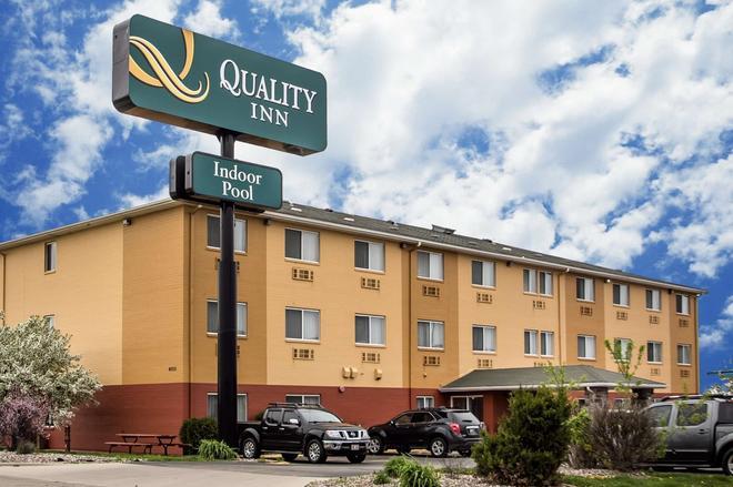 Quality Inn - Dubuque - Building
