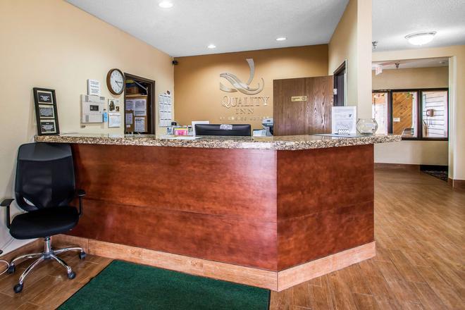 Quality Inn - Dubuque - Front desk