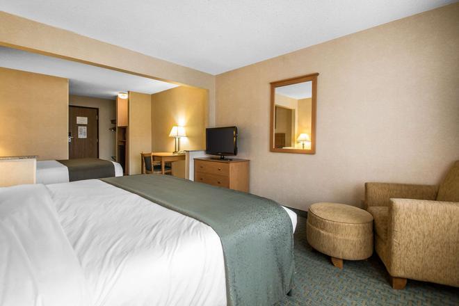 Quality Inn - Dubuque - Bedroom