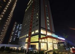 Harris Hotel & Conventions Ciumbuleuit Bandung - Bandung - Edificio