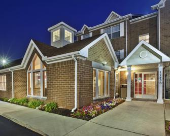 TownePlace Suites by Marriott Detroit Livonia - Livonia - Byggnad