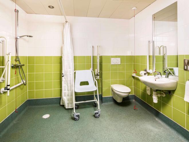 ibis budget Southampton Centre - Southampton - Bathroom