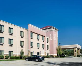 Comfort Suites Topeka Northwest - Topeka - Gebouw