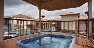 Best Western Center Pointe Inn - Branson - Uima-allas