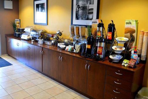Microtel Inn and Suites by Wyndham Rawlins - Rawlins - Buffet