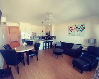 Ocean Front Surf Condominium - Hampton Beach - Living room