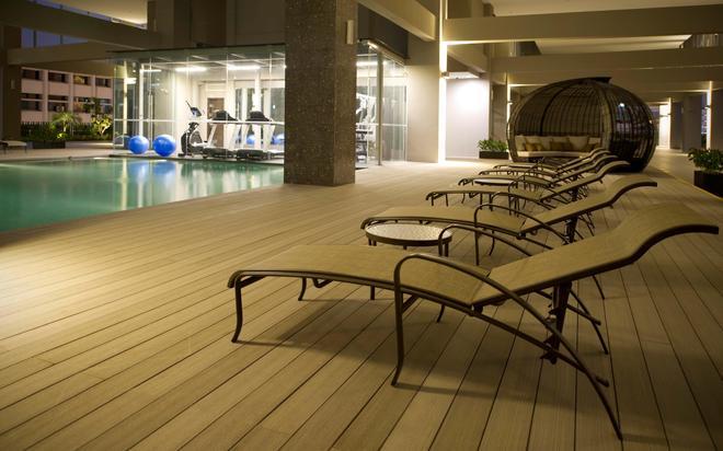 V ホテル ラベンダー - シンガポール - プール
