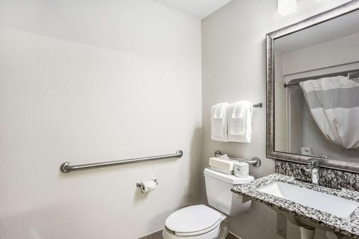 MainStay Suites - Cedar Rapids - Phòng tắm