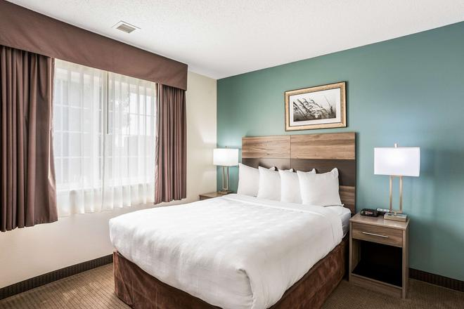 MainStay Suites - Cedar Rapids - Bedroom
