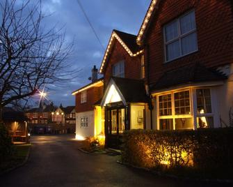 The Corner House Hotel Gatwick - Horley - Byggnad