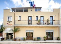 Triskell Camere & Relax - Castelluzzo - Edificio