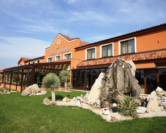 Hotel Galanta - Galanta - Building