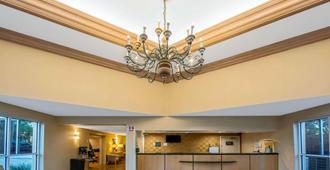 La Quinta Inn & Suites by Wyndham West Palm Beach Airport - West Palm Beach - Lobby