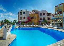Anema By The Sea Guesthouse - Karlovasi - Pool