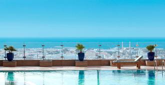 Fairmont Dubai - Dubái - Piscina