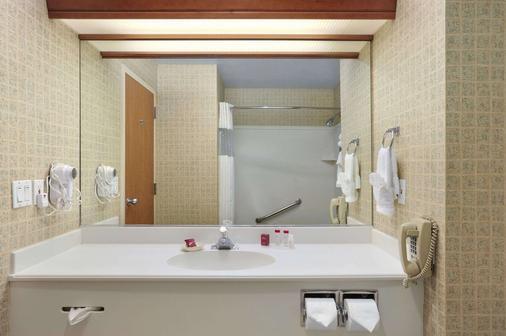 Ramada by Wyndham Olympia - Olympia - Bathroom