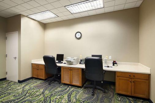 Ramada by Wyndham Olympia - Olympia - Business center