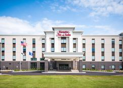 Hampton Inn and Suites at Wisconsin Dells Lake Delton WI - Wisconsin Dells - Building