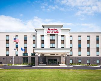 Hampton Inn & Suites At Wisconsin Dells Lake Delton - Wisconsin Dells - Building