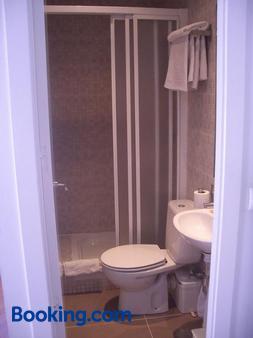 Hostal Santa Isabel - Madrid - Bathroom