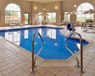 Holiday Inn Express & Suites St Marys - Saint Marys - Басейн