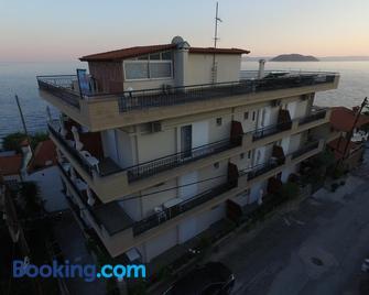 Ξενοδοχείο Ακρωτήρι - Νέος Μαρμαράς - Κτίριο