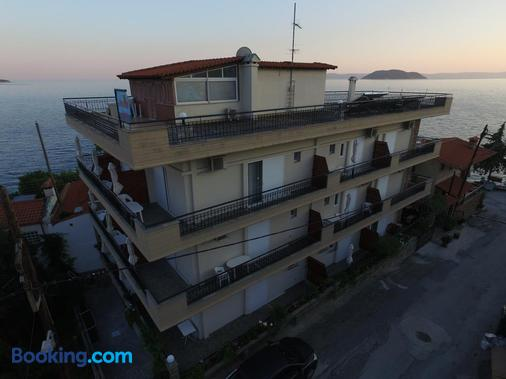 Akrotiri Hotel - Néos Marmarás - Building