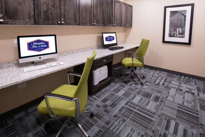 Hampton Inn & Suites by Hilton Fredericton - Fredericton - Liikekeskus