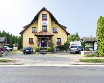 Landferienhaus Pension Erika - Muhlhausen - Building