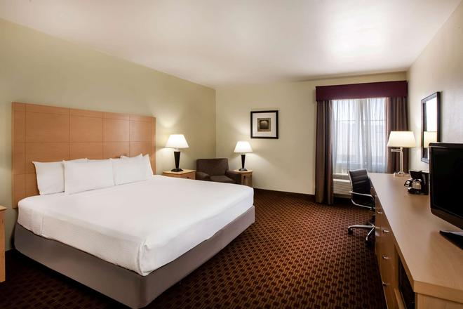 La Quinta Inn & Suites by Wyndham Odessa North - Odessa - Κρεβατοκάμαρα