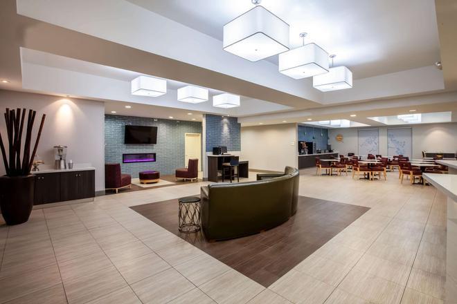 La Quinta Inn & Suites by Wyndham Odessa North - Odessa - Lobby