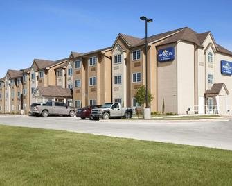 Microtel Inn & Suites by Wyndham Pleasanton - Pleasanton - Gebouw