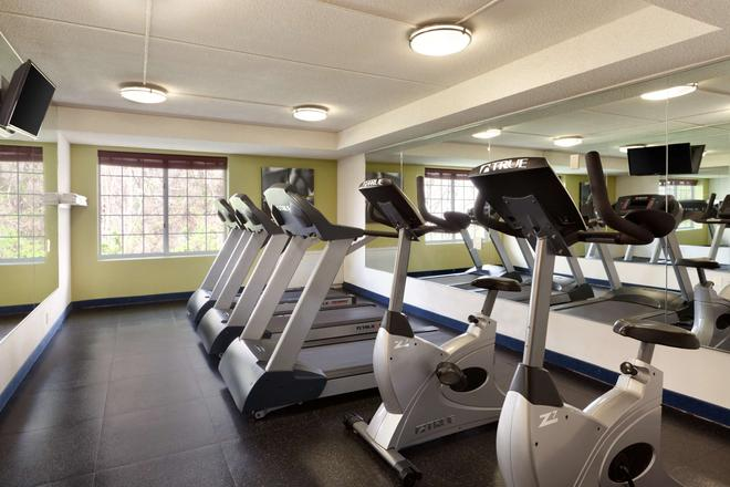 Country Inn & Suites by Radisson, Fredericksburg S - Fredericksburg - Gym